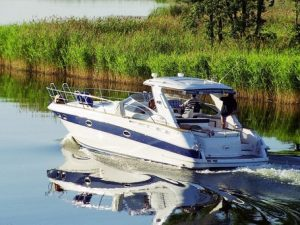 Top 4 Tips On How to Maintain Your Motorboat